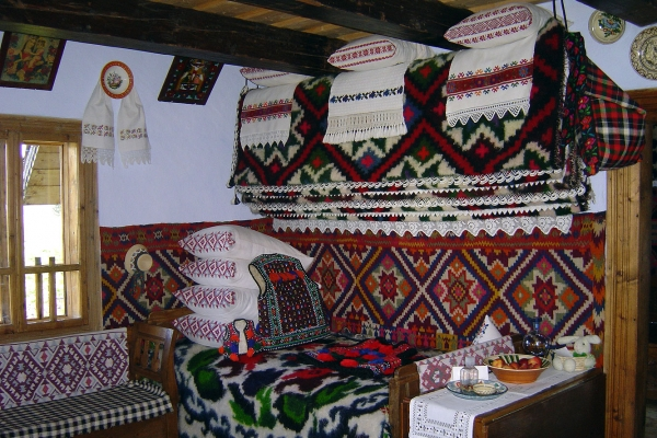 romania-living-traditions-8-tours-in-romaniaB43F9D2A-6908-ED9C-1CEB-0E3D4D68983C.jpg